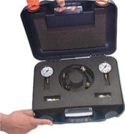 Messgerätekoffer mit zwei Manometern und Zubehör